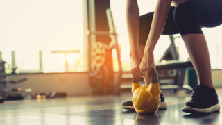 4 exercices simples et efficaces avec kettlebell